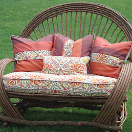willow_furniture_loveseat_sept09_cNnGISHazxR.jpg
